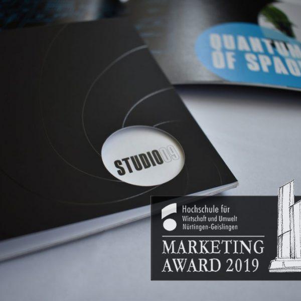 Das Cover des Exposees mit Auszeichnung des Immobilien-Marketing-Awards